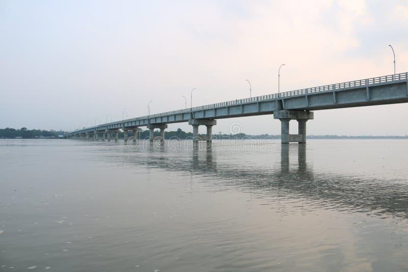 Nya Tista Bridge Mohipur Ghat Rangpur på den största Tista floden av Bangladesh arkivfoton