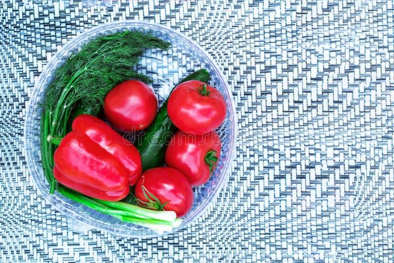 Nya tomater och peppar på en abstrakt bakgrund royaltyfri foto
