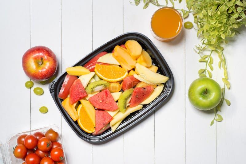 Nya veggies och frukter sunt mål arkivbild