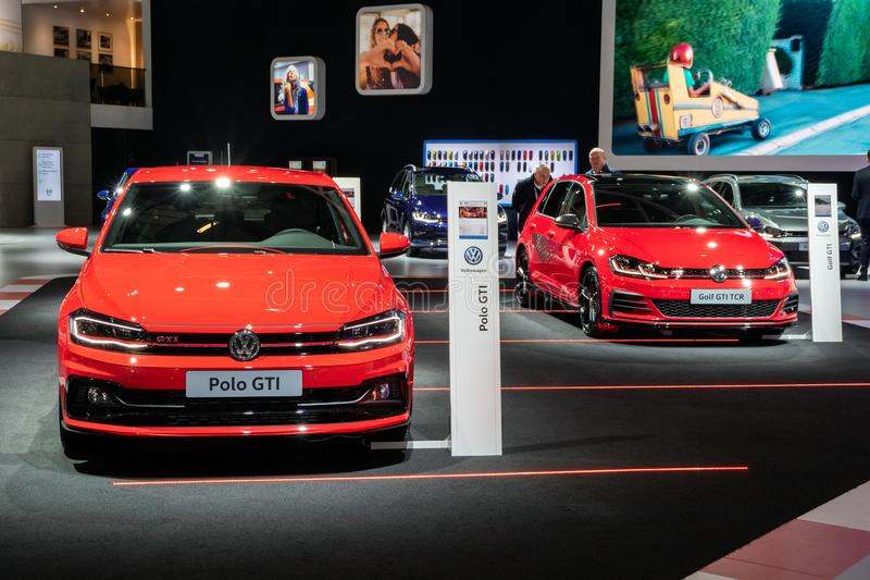 Nya Volkswagen Polo GTI och Volkswagen Golf GTI TCR bilar royaltyfria bilder