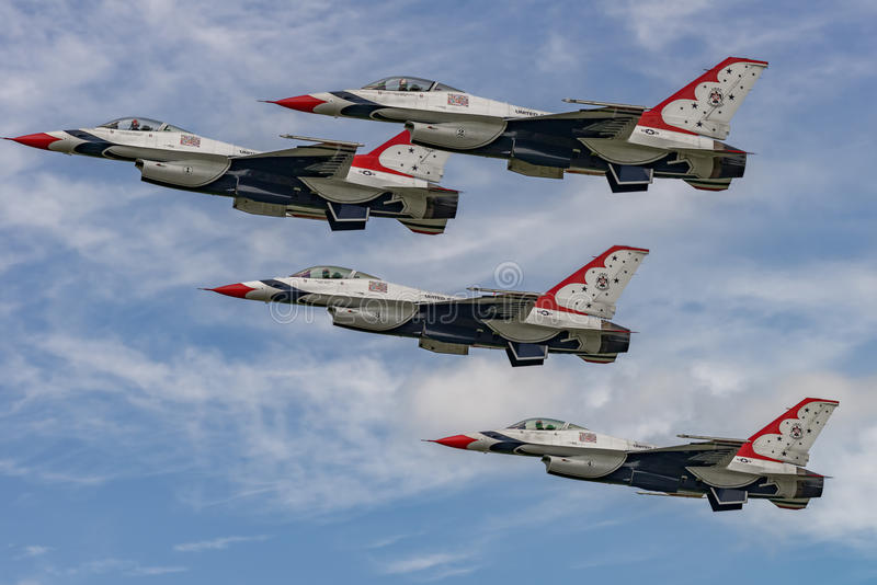 NYA WINDSOR, NY - SEPTEMBER 3, 2016: U.S.A.F.-Thunderbirds utför a arkivfoton