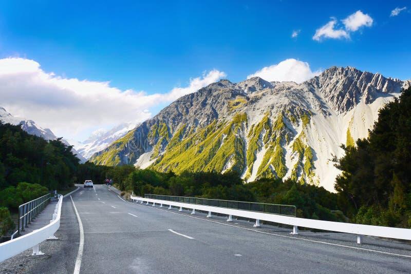 Nya Zeeland berg, väg, Mt Kock National Park arkivbild