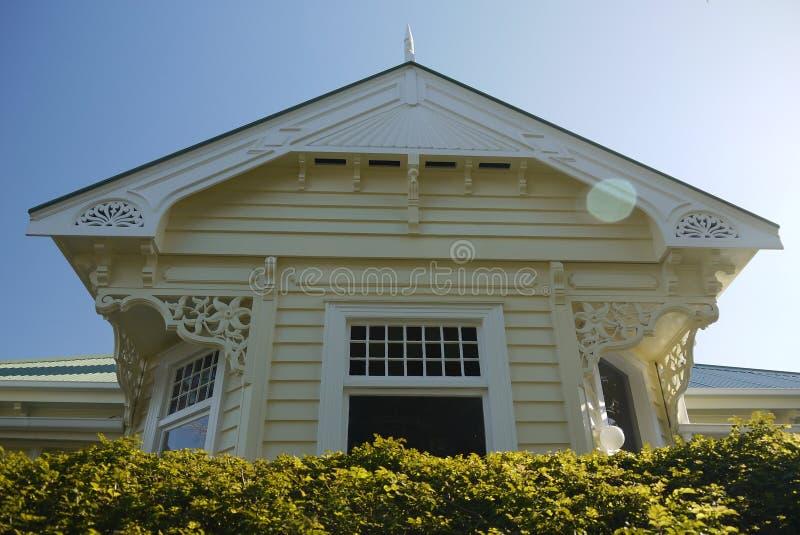 Nya Zeeland: klassiskt trävillahem royaltyfri foto