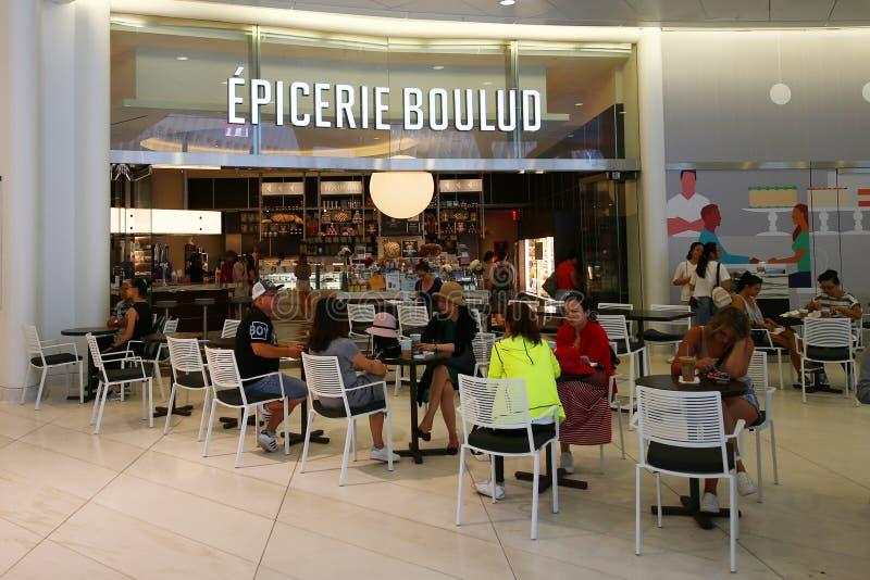 Nyast läge av Epicerie Boulud tjänar som fransk ljus biljettpris & bakat gods från Daniel Boulud i World Trade Center Oculus royaltyfri foto