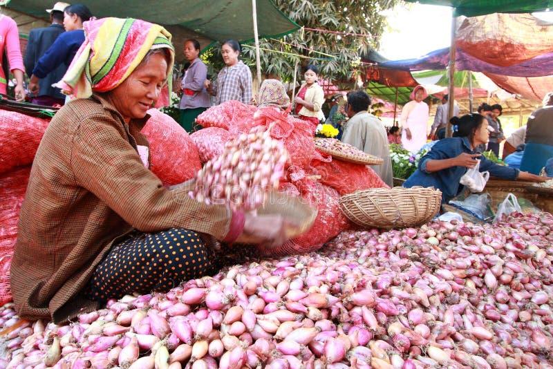 Nyaung-U för handelaktiviteter marknad, Myanmar. royaltyfri fotografi