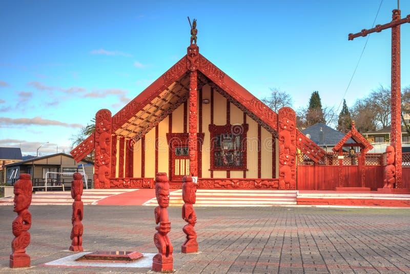 Nyazeeländsk maoriarkitektur Te Papaiouru Marae Rotorua, NZ royaltyfri bild