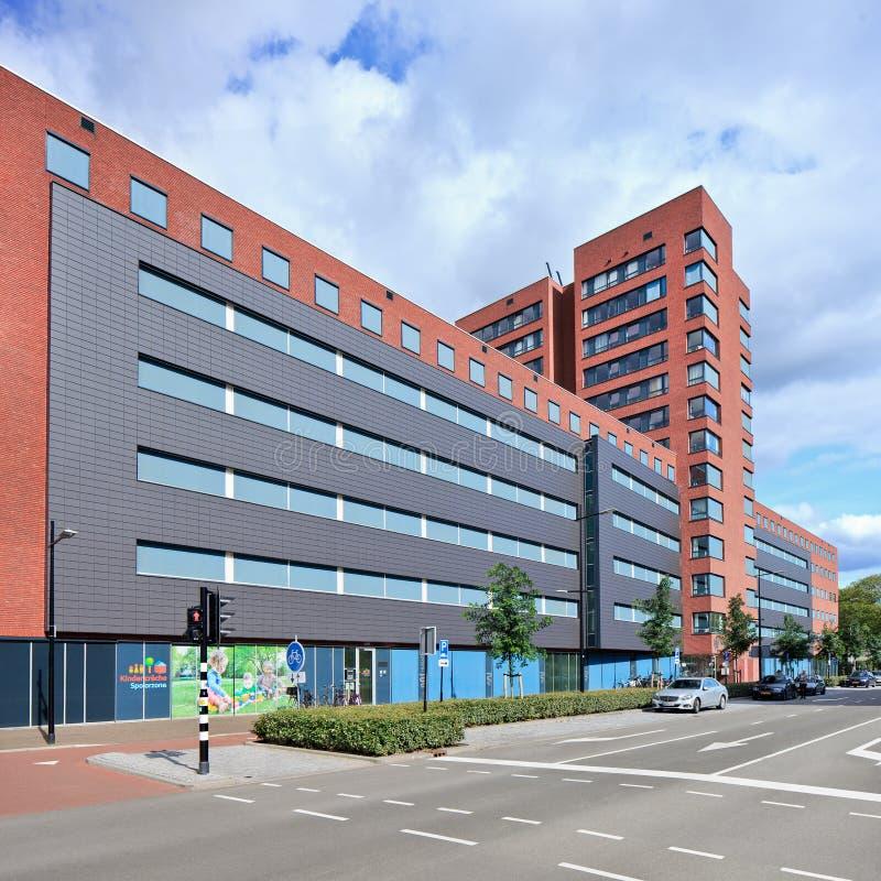 Nybyggd mitt för bostads- omsorg i Tilburg, Nederländerna royaltyfria bilder