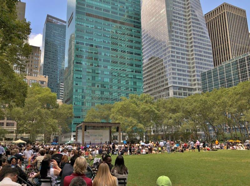 NYC人的城市公园获得乐趣布耐恩特公园曼哈顿夏日 免版税库存照片