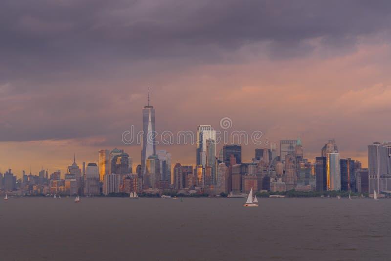 NYC地平线看法在日落的 免版税库存照片