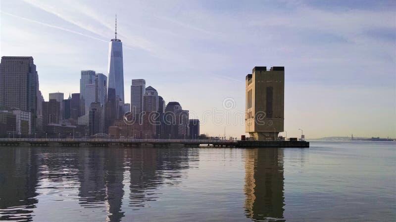 NYC测流堰南部的看法在隧道的到曼哈顿里 库存照片