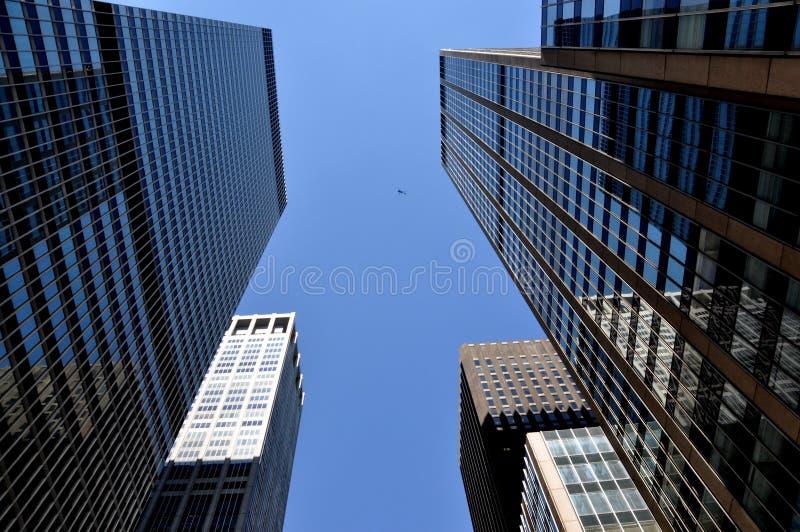 NYC: Ás torres corporativas de vidro da avenida fotografia de stock