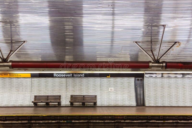 NYC ławka i stacja metru obrazy stock