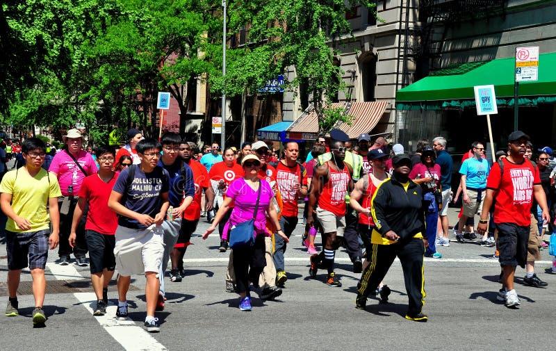 NYC: Περίπατος 2014 του AIDS περιπατητές στοκ φωτογραφία