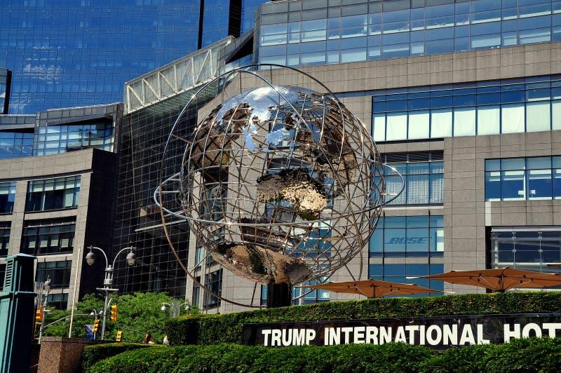 NYC: Χρώμιο Unisphere στον πύργο ατού στοκ εικόνες