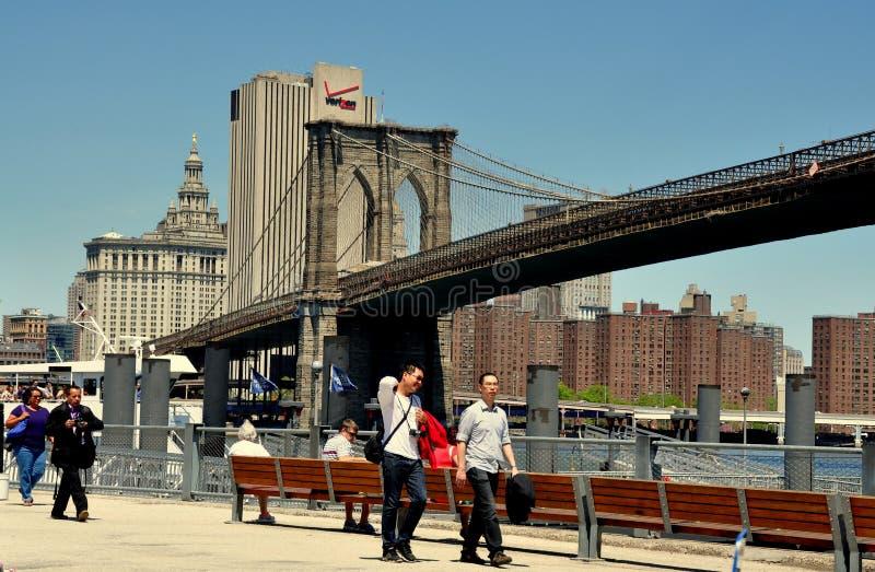 Download NYC: Бруклинский мост & парк Редакционное Фото - изображение насчитывающей готско, выскальзование: 40586366