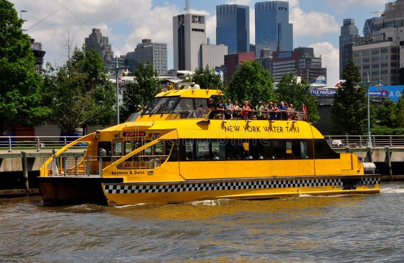 NYC: Такси воды Нью-Йорка стоковые изображения