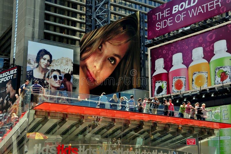NYC :时代广场广告牌和TKTS摊 库存照片