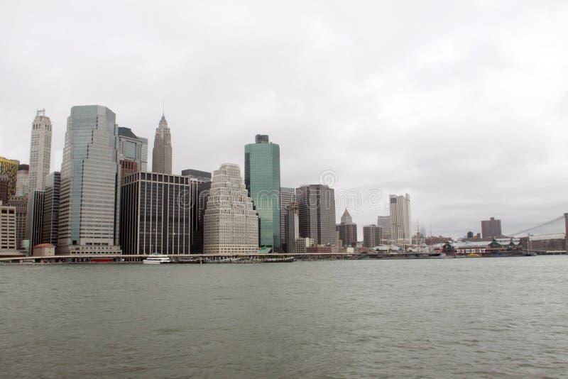NYC auf dem East River lizenzfreies stockbild