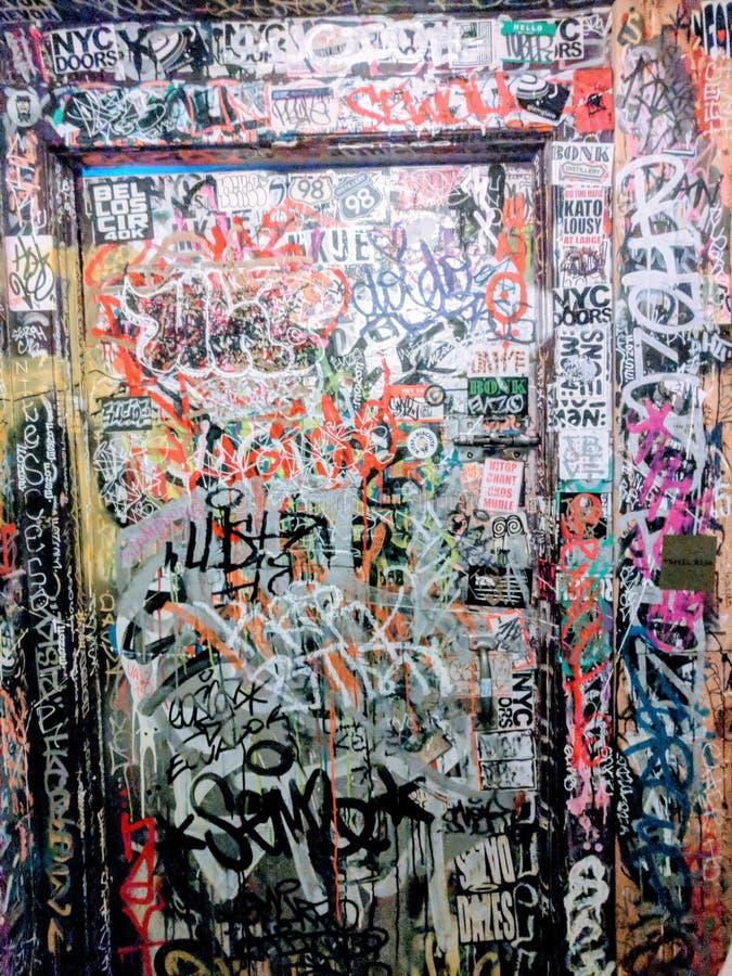 NYC-badkamersgraffiti stock afbeelding