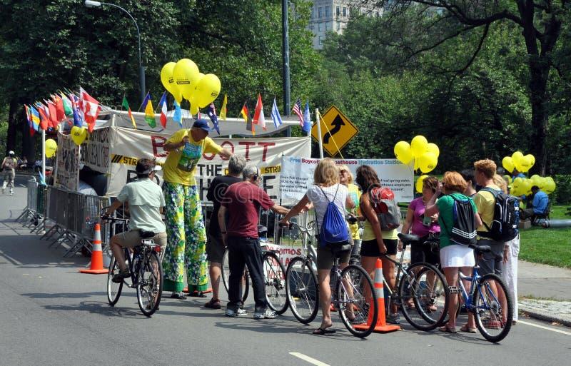 NYC: Bicyclists e grevistas em Central Park fotografia de stock royalty free
