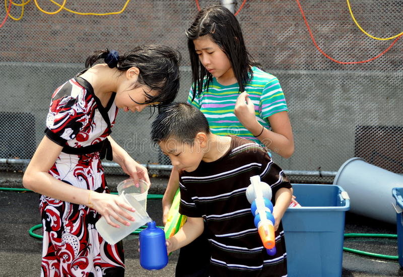 Download NYC: Burmese Water Festival Editorial Image - Image: 15229490