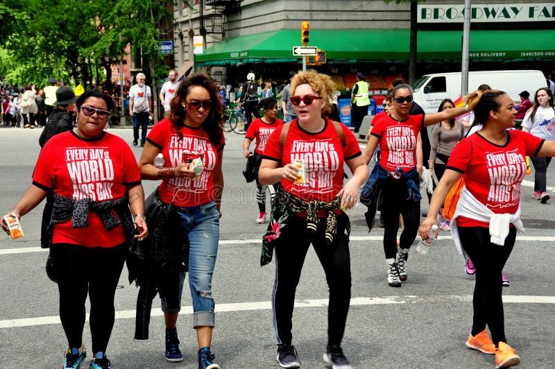 NYC: Caminhantes da caminhada 2014 do SIDA foto de stock royalty free