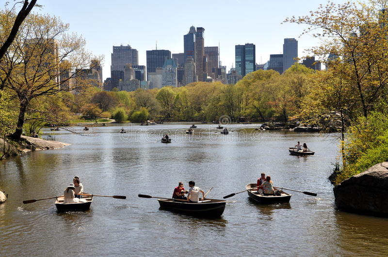 Download NYC: Central Park Boating Lake Editorial Photography - Image of distance, vista: 13978787