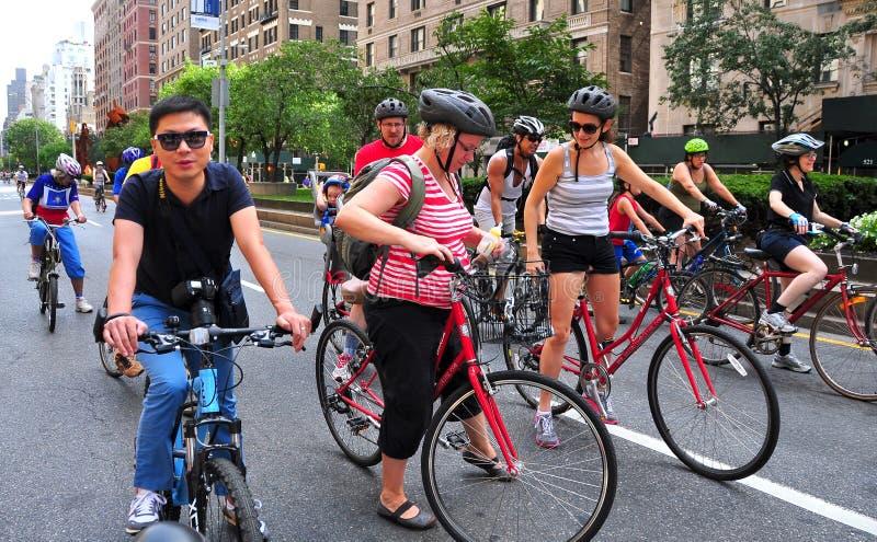 NYC: Ciclistas em Park Avenue imagens de stock royalty free