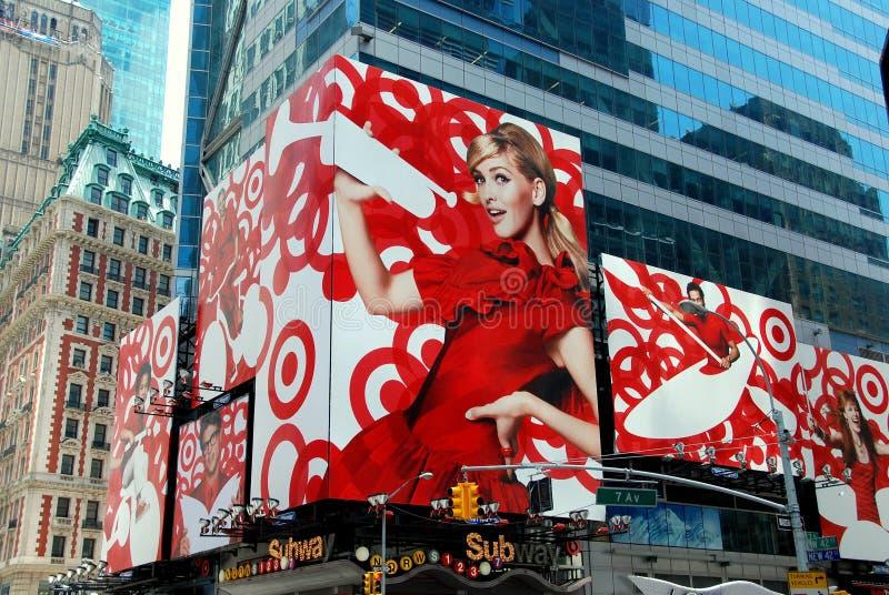 NYC: De reclame van Aanplakborden in Times Square stock afbeeldingen