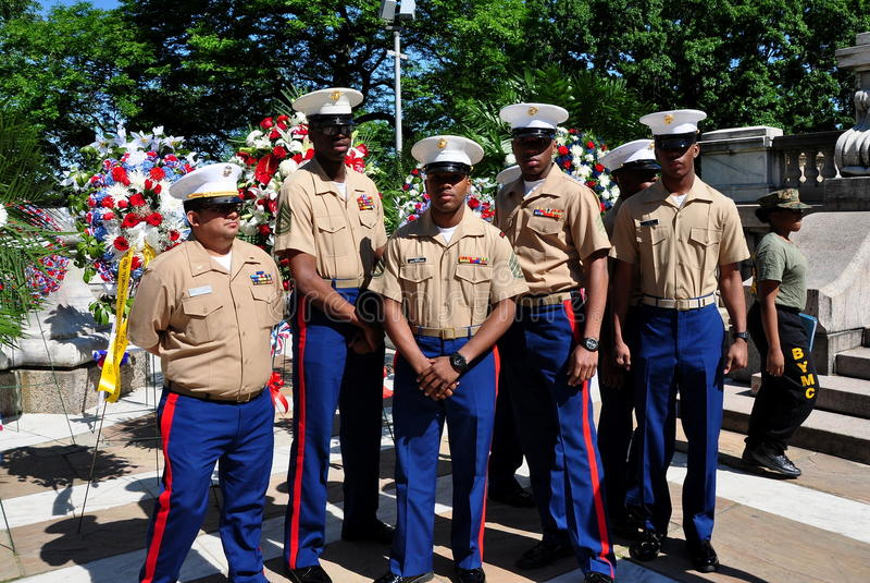 NYC:  En grupp av USA-flottor på minnesdagenceremonier royaltyfri foto