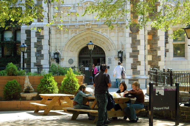 NYC: Estudiantes en Shepard Pasillo fotografía de archivo