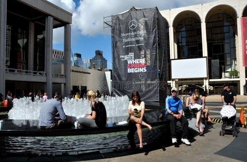 NYC : Fontaine de plaza de Lincoln Center photographie stock