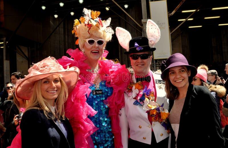 NYC:  Glückliche Menschen an Ostern-Parade stockbild