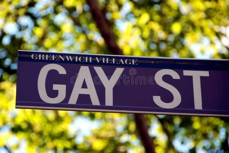 NYC: Het vrolijke teken van de Straat in het Dorp van Greenwich royalty-vrije stock foto's