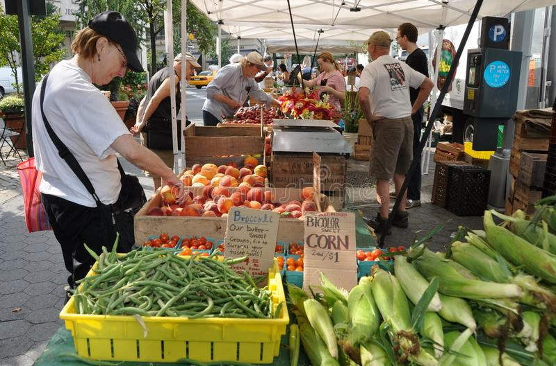 NYC: Lincoln Square Farmer's Market. Farm-fresh green beans, sweet corn, peaches, and other produce brings shoppers to the Saturday Lincoln Square farmer's stock photos