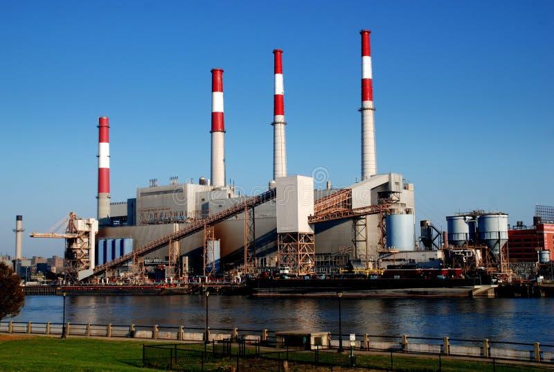 NYC: Lura Edison Power Plant royaltyfria bilder