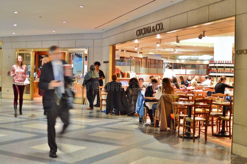 NYC mangeant le restaurant Café de nourritures de ville de Rockefeller Center de restaurant photos libres de droits