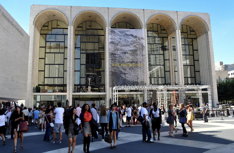 NYC: Metropolitan Opera House -Fashion Week stock photography