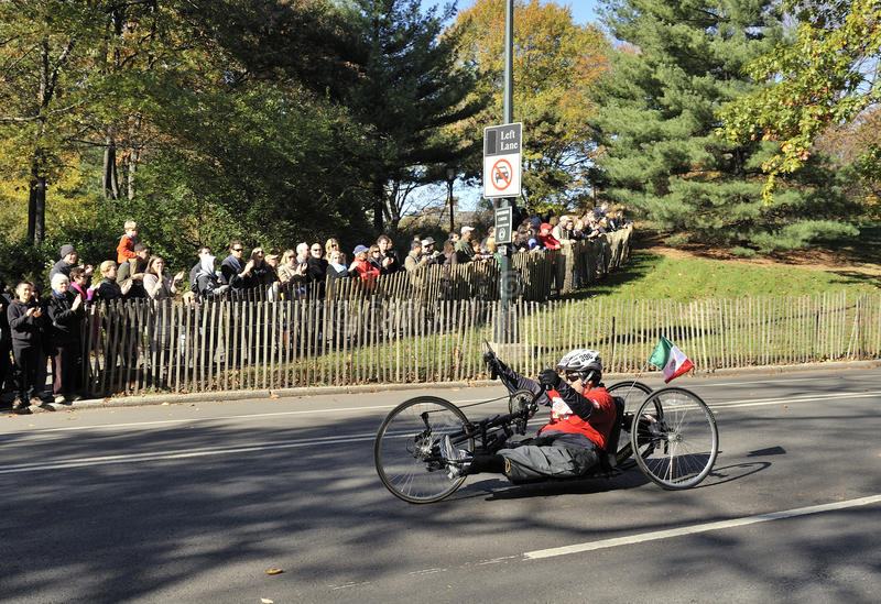 NYC Nov 7: Crowd cheers Hand Cyclist NYC Marathon stock images