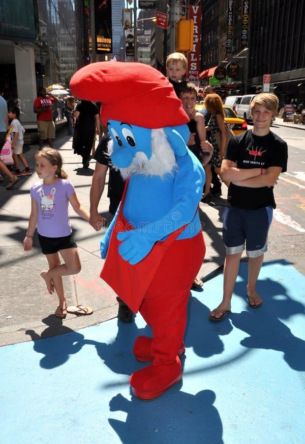 NYC: Papá Smurf en Times Square fotografía de archivo