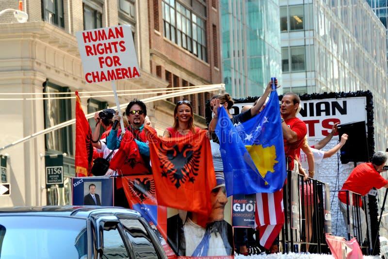 NYC: Parada internacional da fundação dos imigrantes imagens de stock royalty free
