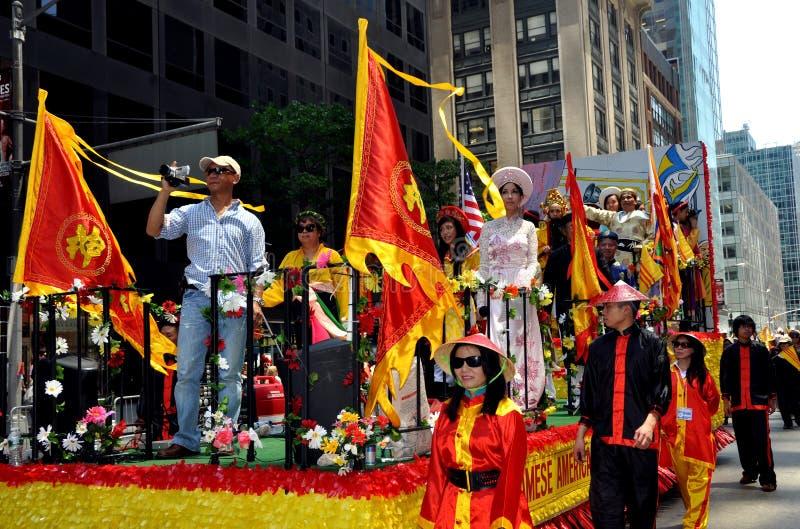 NYC: Parada internacional da fundação dos imigrantes fotografia de stock