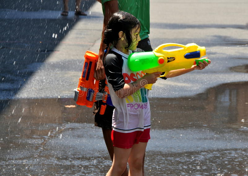 NYC : Petite fille au festival birman de l'eau images libres de droits