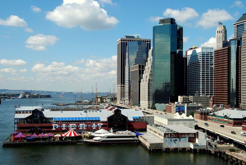 NYC: Pier 17 am Südstraßen-Seehafen lizenzfreies stockfoto