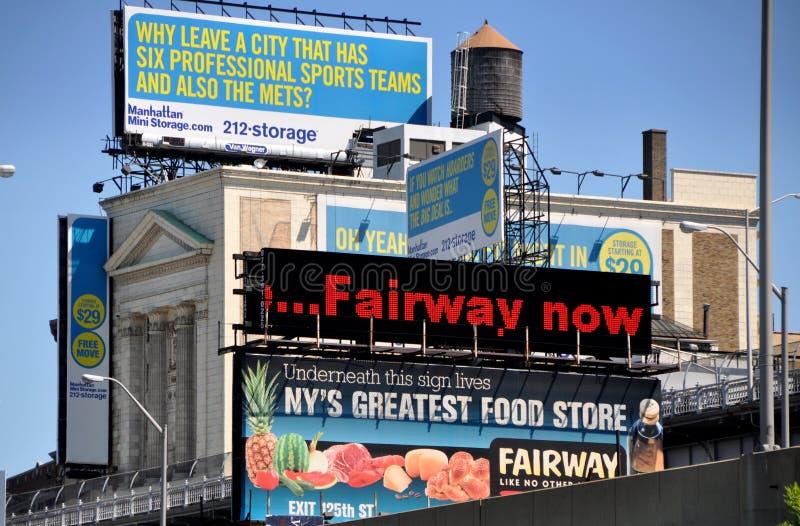 NYC: Publicidad de las carteleras y de las muestras imagen de archivo libre de regalías