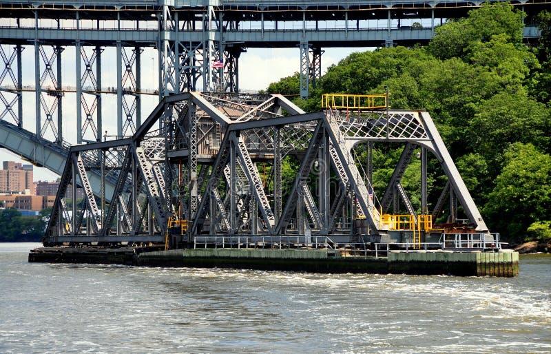 NYC:  Puente de oscilación del ferrocarril de AMTRAK Spuyten Duyvil foto de archivo libre de regalías