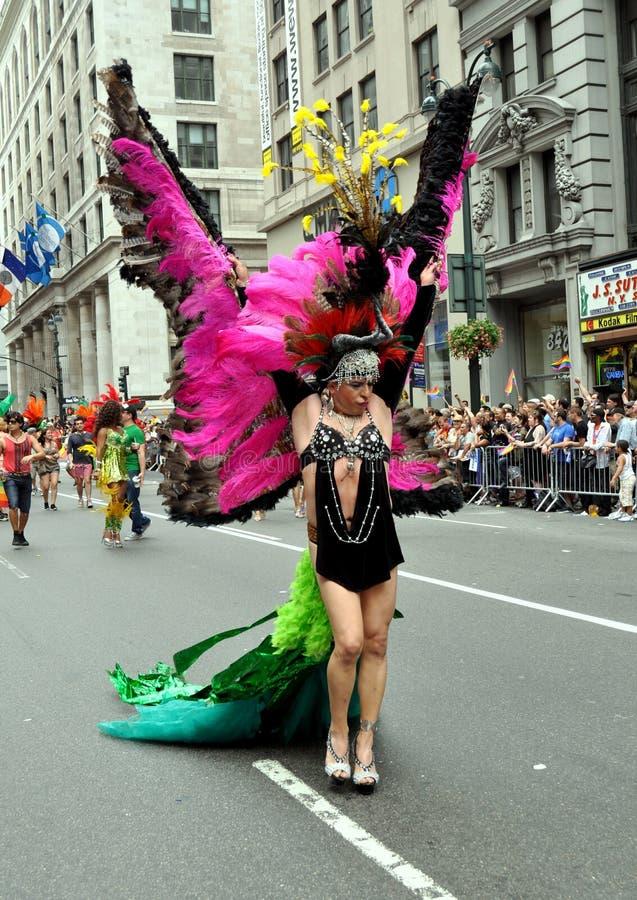 NYC : Reine de frottement au défilé homosexuel de fierté photo libre de droits