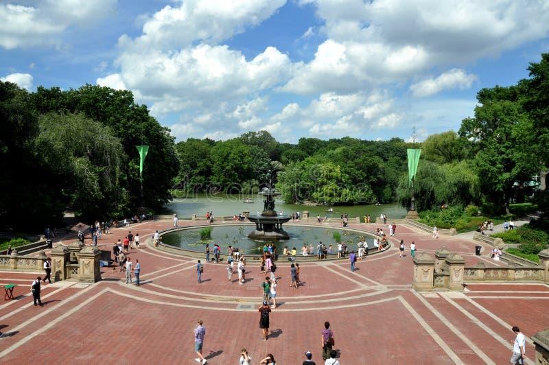 NYC: Terrazzo & fontana di Bethesda fotografia stock libera da diritti