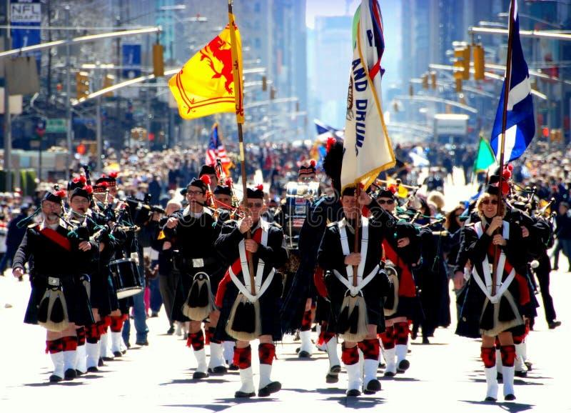 NYC: Tocadores de gaita-de-foles da parada do dia do Tartan imagem de stock royalty free