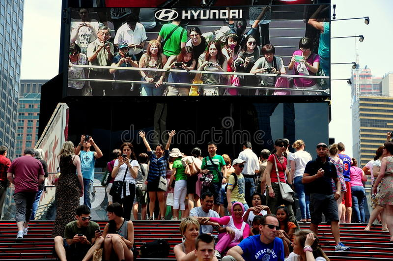 Download NYC: Tourists With Animatronic Billboard In Times Square Editorial Stock Photo - Image: 31714783